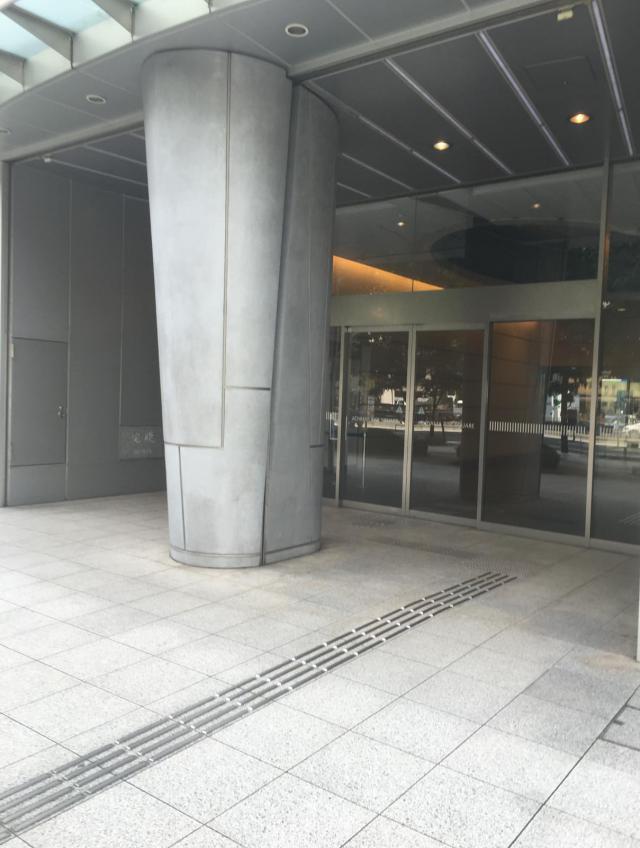青山ライズスクエアのエントランス