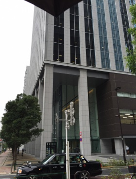 新宿フロントタワーのエントランス