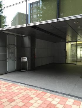 クローバー日本橋ビルのエントランス