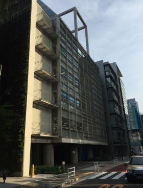 兼松ビルディング別館のエントランス