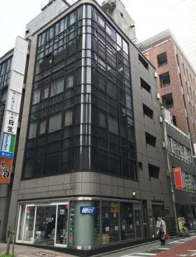 日宝八重洲ビルのエントランス