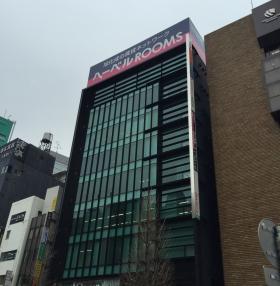 ラウンドクロス新宿のエントランス