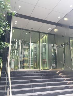 スプライン青山東急ビルのエントランス