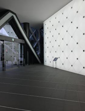 SKIビルの内装