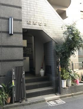 松本ビルのエントランス