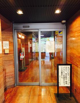 新宿ダイカンプラザB館のエントランス