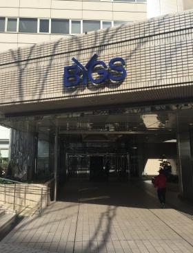 ビッグス新宿ビルのエントランス