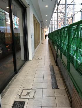 笹塚駅高架下店舗ビルの内装