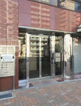 西新宿アイコービルのエントランス