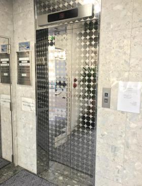 西新宿アイコービルの内装