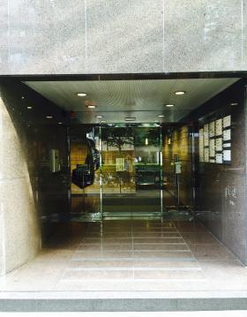 アイオス広尾ビルのエントランス