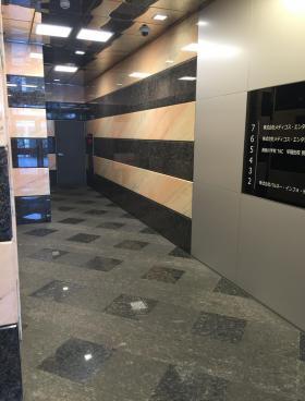 早稲田駅前ビルの内装