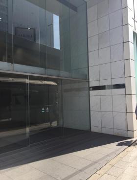 グラスシティ渋谷ビルのエントランス