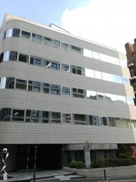 泉館三番町ビルの外観写真