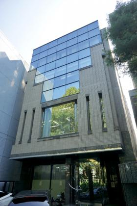 泉館五番町ビルの外観写真