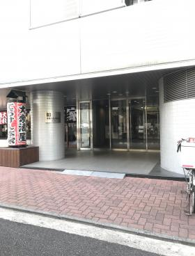 高輪泉岳寺駅前(旧:日石高輪)ビルのエントランス