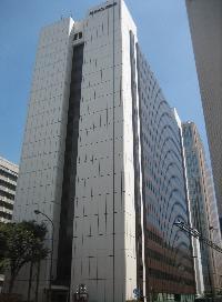 日土地ビルのエントランス