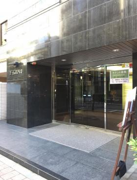 YK駿河台ビルのエントランス