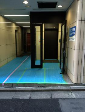 スミトー神田岩本町ビルのエントランス