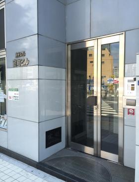 東京リアル宝町ビルのエントランス