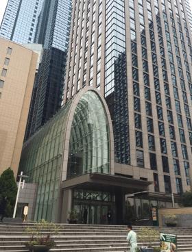 日土地西新宿ビルのエントランス