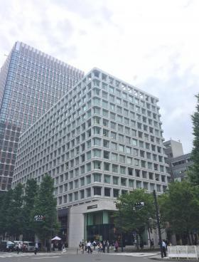 三菱ビルのエントランス