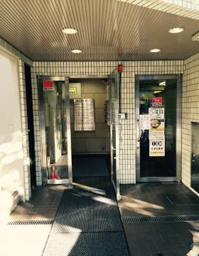 第3早川屋ビルのエントランス