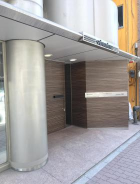 新富191ビルのエントランス