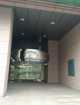 飛栄九段北ビルのエントランス