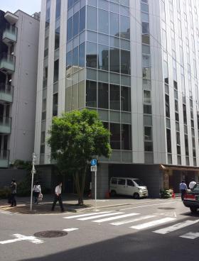麹町市原ビルのエントランス