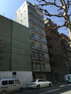HIRO COURT AKIHABAビルのエントランス