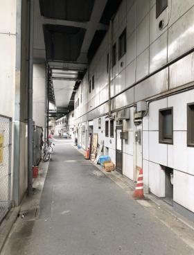 JR高架下千代田ビルのエントランス