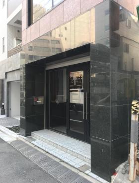 堀商ビルのエントランス