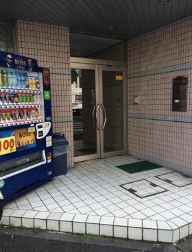 岩本町田中ビルのエントランス