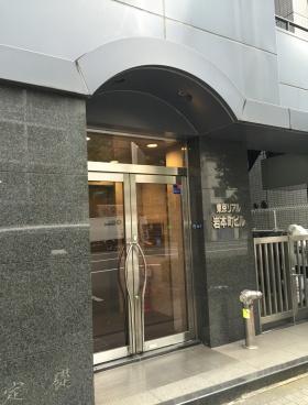 東京リアル岩本町ビルのエントランス
