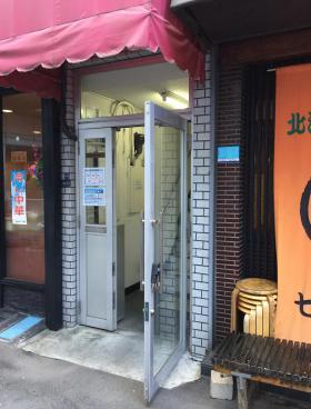岩本町駅前ビルのエントランス