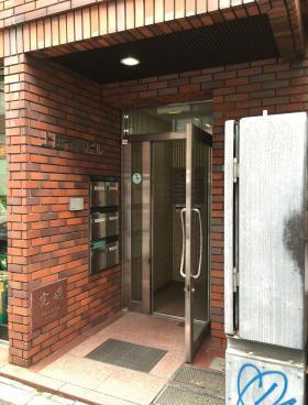 上田司町ビルのエントランス