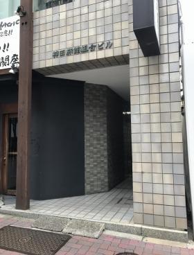 神田旅館組合ビルのエントランス