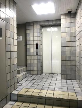 神田旅館組合ビルの内装