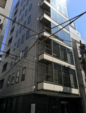 イイヅカビルのエントランス