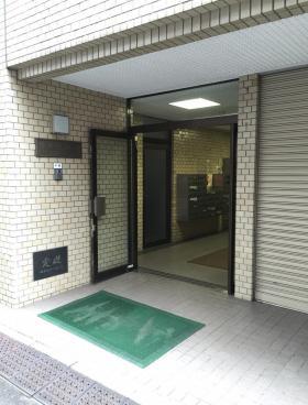 ハローオフィスAkiba(末広町)ビルのエントランス