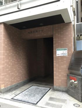 九段岡澤ビルのエントランス