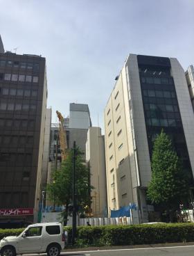 山手新宿ビルのエントランス