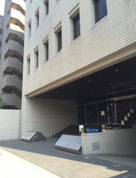 勝永六番町ビルのエントランス