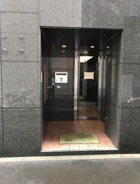 日本橋久松町堀ビルのエントランス