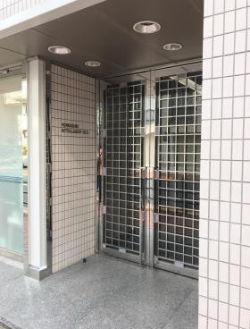 駒信インテリジェントビルのエントランス