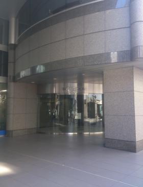 KDX西新橋ビルのエントランス