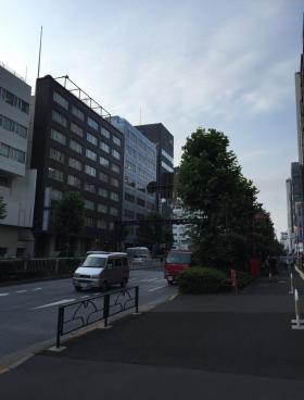 新宿EAST COURTビルのエントランス
