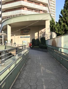 東中野ユニゾンモールビルのエントランス