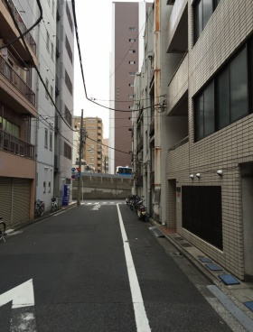 平田湊ビルのエントランス